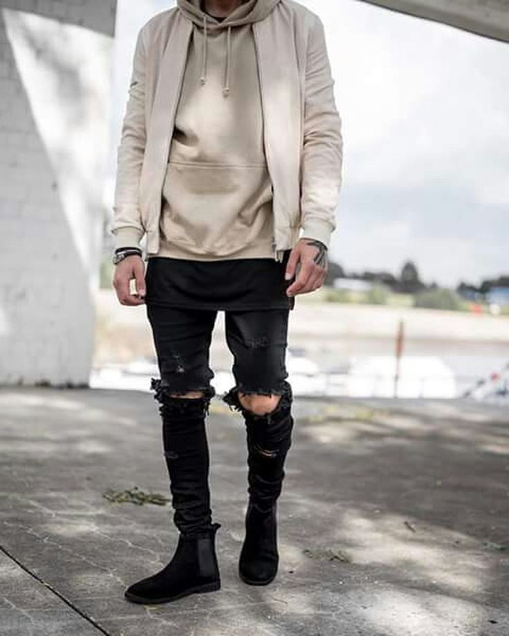 Awesome 41 Ripped Jeans Outfit That Make You Want To Wear Every Day. More at http://aksahinjewelry.com/2017/12/20/41-ripped-jeans-outfit-make-want-wear-every-day/
