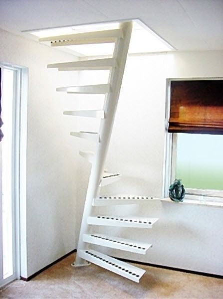 square spiral staircase (metal frame and wooden steps) EeStairs America