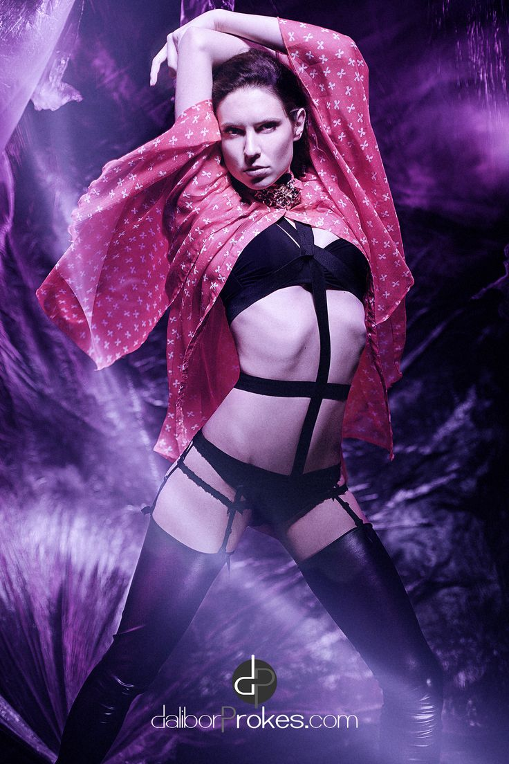 #glamour #reklama #advertisement #fashion #moda #modnifotografie #portrait #portret #praha