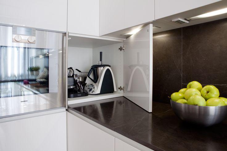 Le 25 migliori idee su cucina bianca lucida su pinterest progettazione di una cucina moderna - Cucina bianca laccata lucida ...
