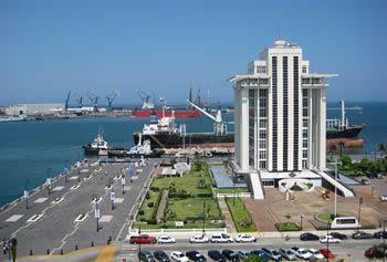 Puerto de Veracruz.- El Malecón y la torre de Pemex