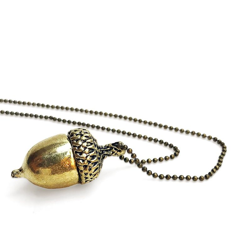 Need to give a kiss to somebody? Our Peter Pan inspired Peter's Kiss Necklace features a gold-tone acorn. Ideal for your next Wendy or Peter Pan DisneyBound!