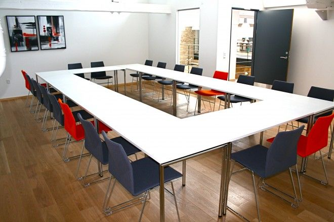 Four®Learning - By Four Design - The table is easily folded by one person, and two integrated castors let you handle the table without effort.