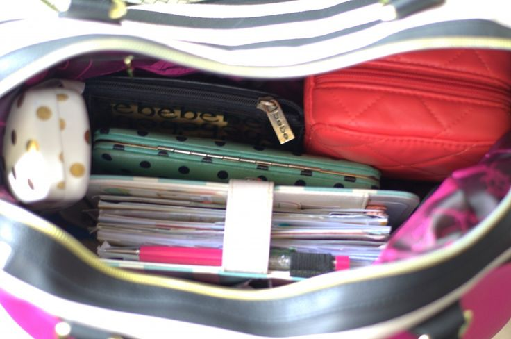 Whats in My Purse Video.