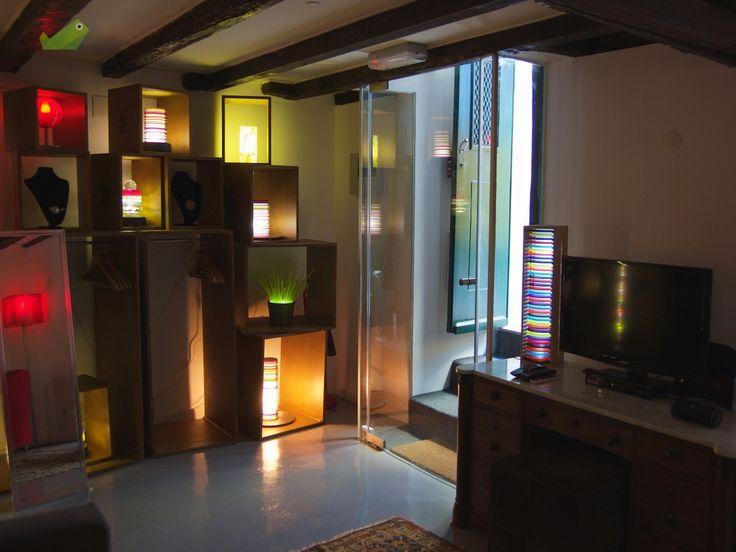 Apartamento totalmente recuperado, mantendo a traça antiga. Na Rua da Bica, mesmo ao lado do Elevador. Ideal para alojamento turístico pela sua localização e originalidade. Taxa de ocupação superior a 90%. Óptimo investimento. Vendido com todo o mobiliário. Vendo próprio ao próprio.