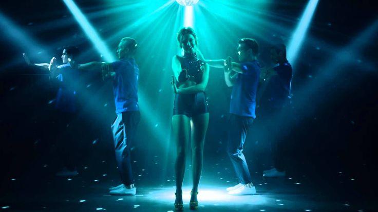 Kylie Minogue - Crystallize Todo...lo que me estás dando y no sabes lo que vas a hacer Cuando cada uno...está arriba y se va y subirás y lo conseguirás  Cuando no sabes si debes irte, me quedaré sólo tiene que darte la vuelta  Cariño puedes tener todo el cielo, simplemente llega a lo profundo de mis ojos...cristalizados Tan mal la rollie del amor que va a estar bien y tú y yo cristalizados, cristalizados, cristalizados  Otros nosotros...de repente van a llevarnos lejos