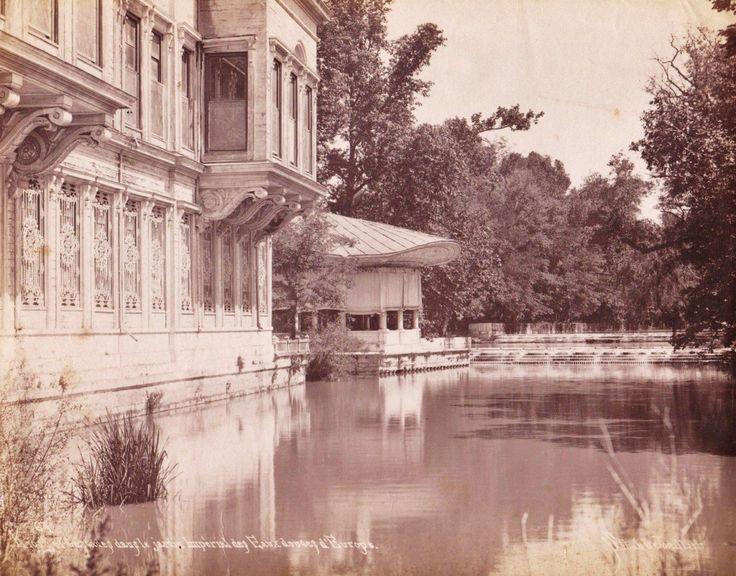 Solda Çağlayan Sarayı, ilerde Kasr-ı Neşad, Kağıthane