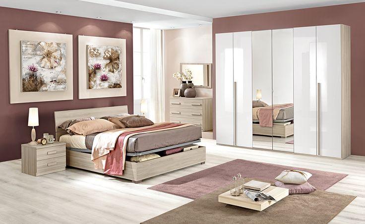 Goditi tutto lo spazio della tua nuova camera da letto Astra, dotata di un letto contenitore e un capiente armadio.