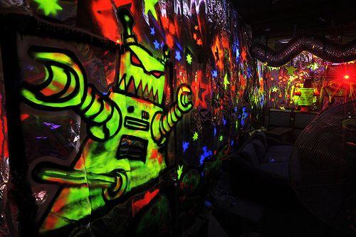 glow in the dark spray paint graffiti art i love. Black Bedroom Furniture Sets. Home Design Ideas