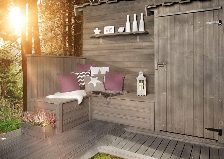 DIY Denne sittebenken er laget med terrassebord i ulike bredder og har fått et lokk i tre. En slik kan du enkelt lage selv og få en flott oppbevaringsplass på terrassen på kjøpet.