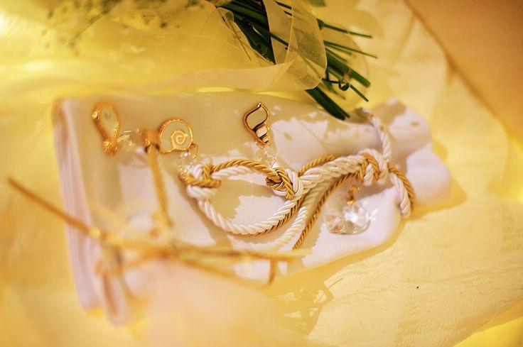 μπομπονιερα σε λευκο και χρυσο απο το Le shop  ν. Σμυρνης.