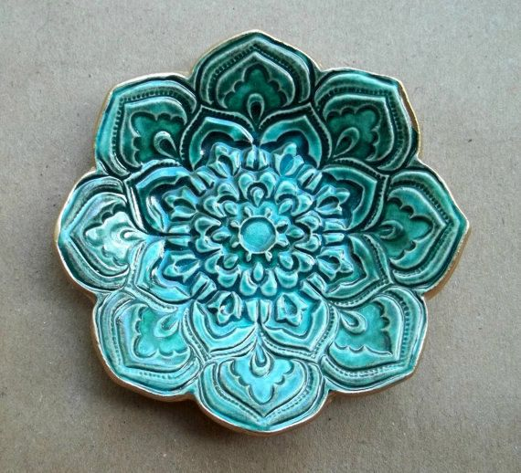Full Malachite GREEN Ceramic Lotus Ring Dish  3 1/4 by dgordon