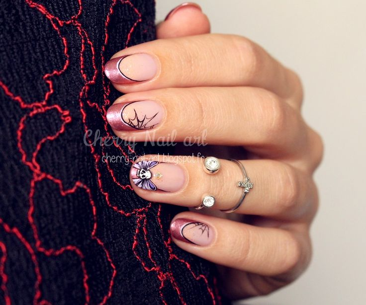Halloween nail art noeud tete de mort sur french manucure nail art by cherrynailart - Tuto french manucure ...