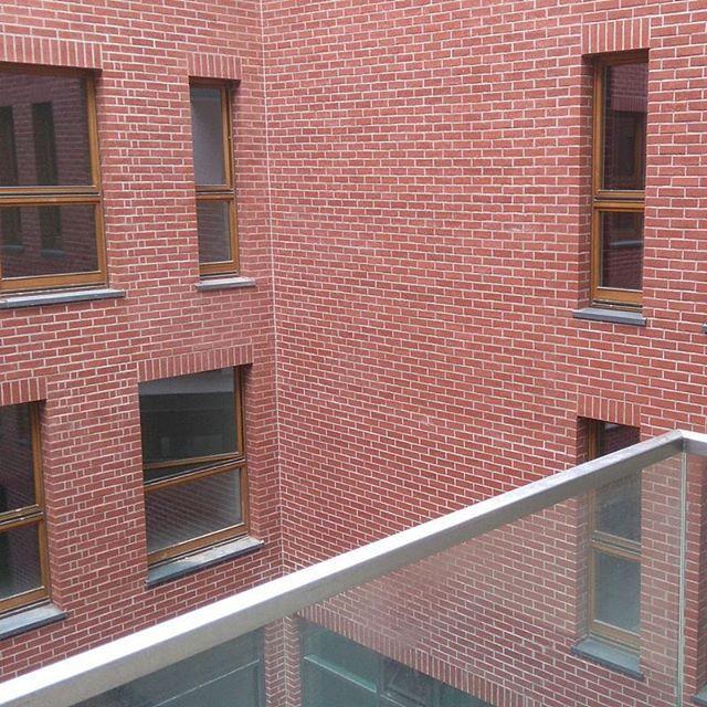 #sierakowskiego5 #sierakowskiego #portpraski #warszawa #cegła #studnia #szkło #balkon #taras #lampa #kamienica