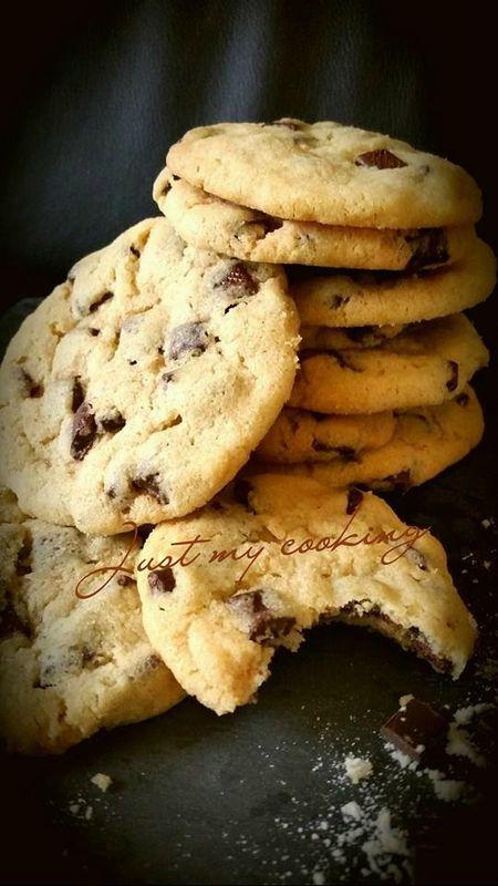 Cookies Laura Todd testé (avec juste 200 g de pépites de chocolat et un mix de sucre blanc+roux)