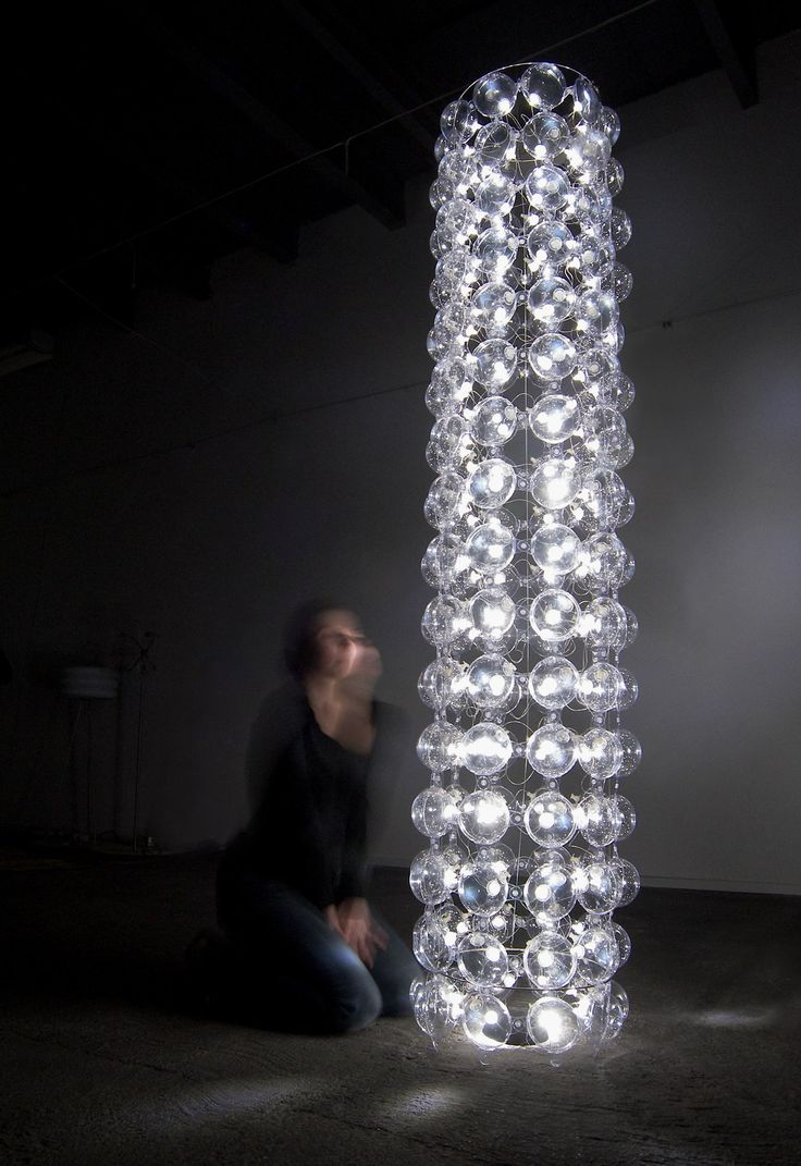 Transparant air-filled soft PVC bubbles with stainless steel construction. 84 LED light points low-voltage transformer size ø 35 cm, h 200 cm