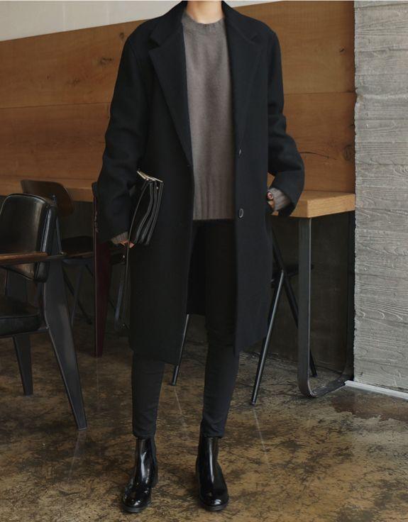 Uma proposta com mais influência masculina: um look elegante e austero para o inverno,
