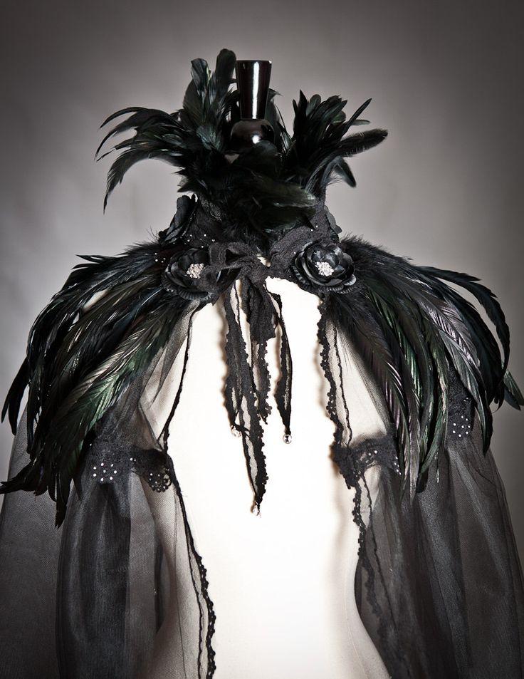 Custom énumérant une plume noire Cap haute taille par Glamtastik