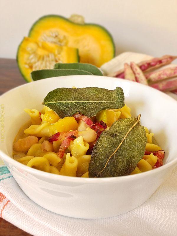 In viaggio in cucina: Pasta e fagioli in giallo con pancetta e foglie di...