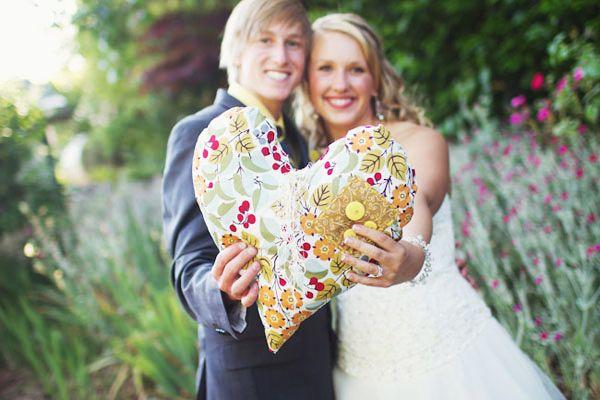 1 год совместной жизни — какая свадьба?