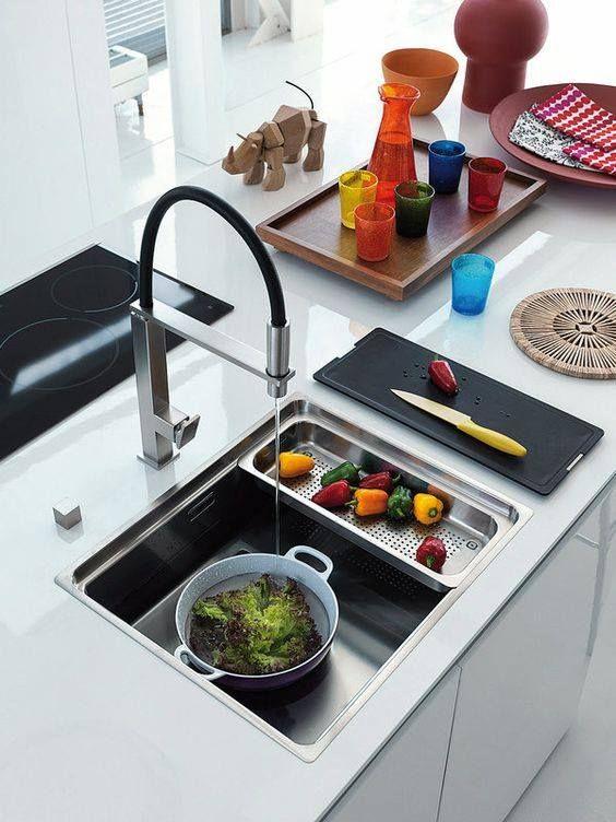 La comodidad a la hora de cocinar es fundamental. Por eso una buena cubeta de fregadero es muy importante, no lo olvides! #cocinas #fregaderos