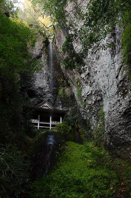 A Small waterfall and a temple in Inzumo-shi, Shimane Prefecture, Japan 鰐淵時 島根県, via Flickr.