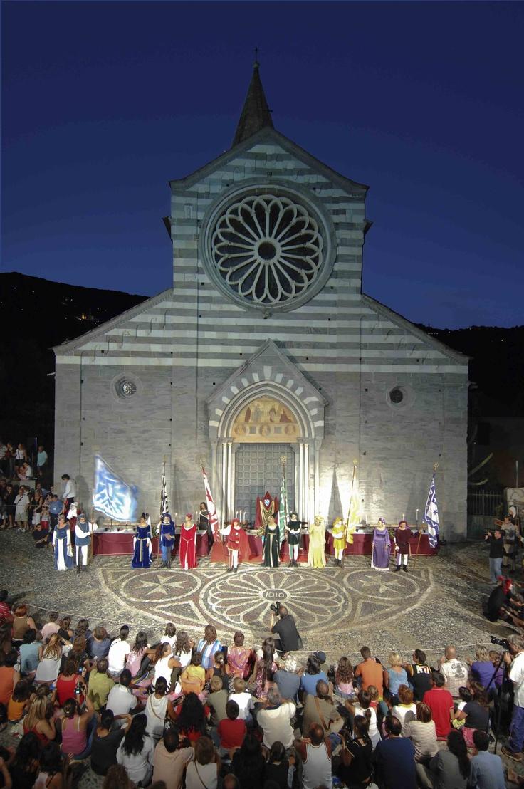 Basilica di San Salvatore dei Fieschi, Cogorno, Genova, Liguria - © Paolo Picciotto - Rievocazione storica e festa della Torta dei Fieschi