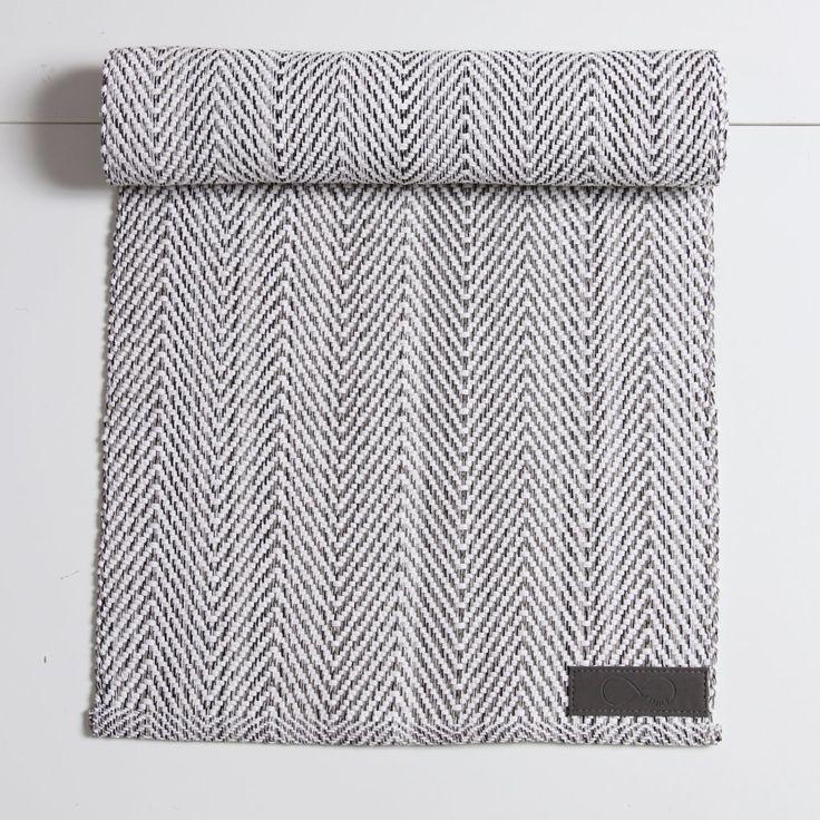 Snygg löpare med trendigt mönster i 100% bomull.