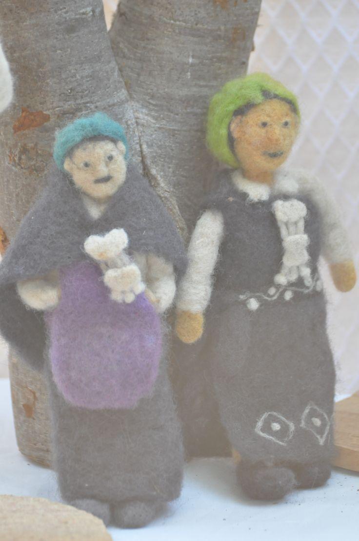 replicas de mujeres mapuches enfieltro.