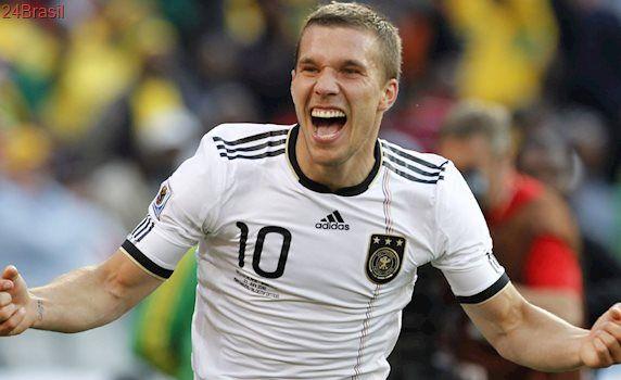 Podolski é anunciado como reforço do Vissel Kobe e será treinado por Nelsinho