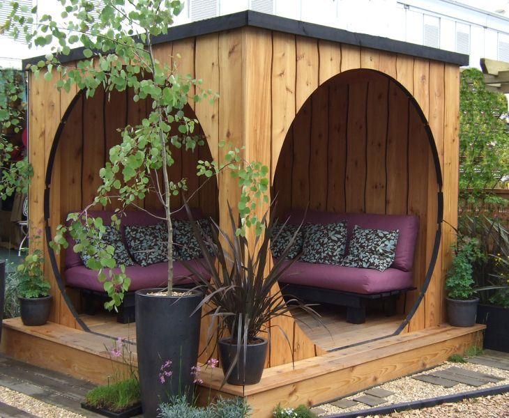 Unusual garden sitting area. I love the circular doorways.