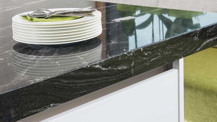 polierter naturstein als elegante k chenarbeitsplatte f r. Black Bedroom Furniture Sets. Home Design Ideas