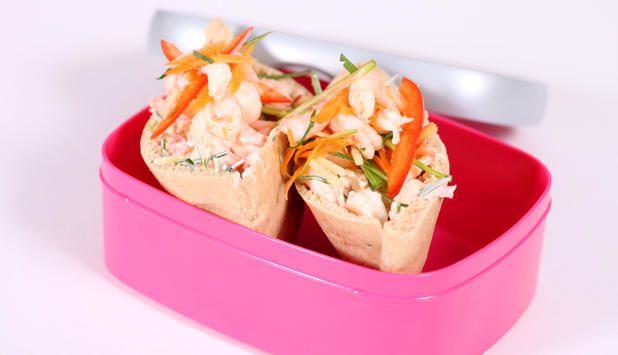 Pitabrød kan fylles med det du vil, og passer utmerket til matboksen. I denne oppskriften foreslår vi en frisk rekesalat med grønnsaker og ananas som fyll.
