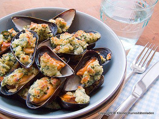 Kleiner Kuriositätenladen: Gratinierte Miesmuscheln mit Parmesan-Kräuterkruste