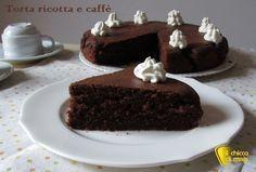 Torta ricotta e caffè che si scioglie in bocca. Ricetta per un dolce al caffè semplice e delizioso, con impasto umido e scioglievole (anche senza glutine)