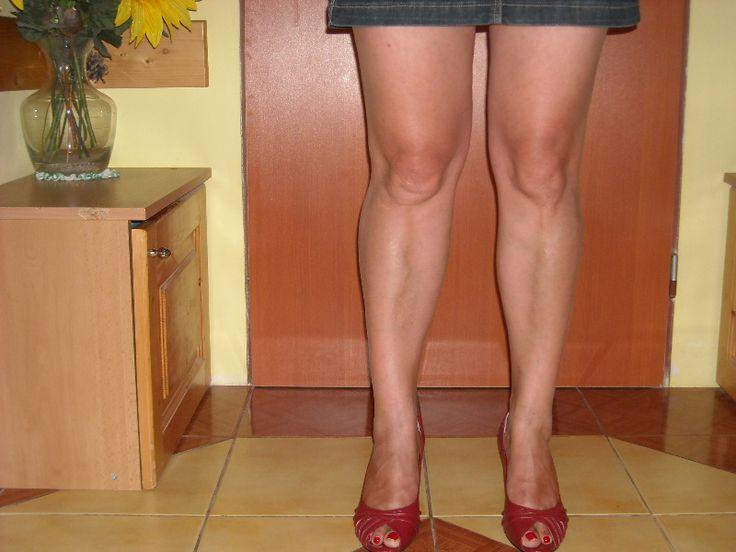 KŔČE NÔH - Mezi nejčastější chronická cévní onemocnění patří bezesporu chronická žilní nedostatečnost. Žíly dolních končetin musí zajistit odvod krve proti směru gravitace. Díky špatnému odvodu krve u často přetěžované tkáně se v dolních končetinách zadržuje voda a dochází k otokům a bolestem nohou. http://www.essens-club.cz/flowen-doplnek-stravy.html