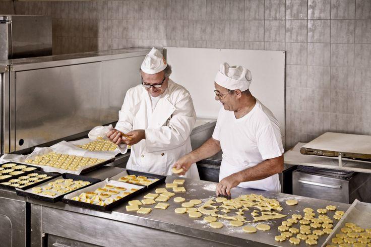 I fratelli Luigi e Nicola Mascia all'età di 23 e 25 anni decisero di intraprendere il lavoro più nobile e antico di tutti i tempi: fare il #pane #artigianale #fornomascia #masciadelicatezze