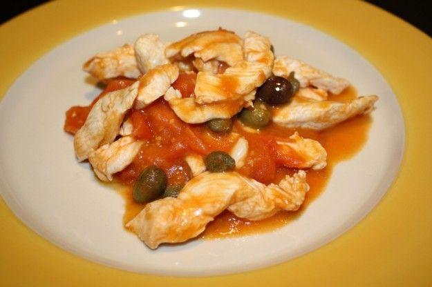 La ricetta delle pollo alla pizzaiola è un modo di  trasformare il solito pollo veramente in pochissimo tempo in un piatto gustoso