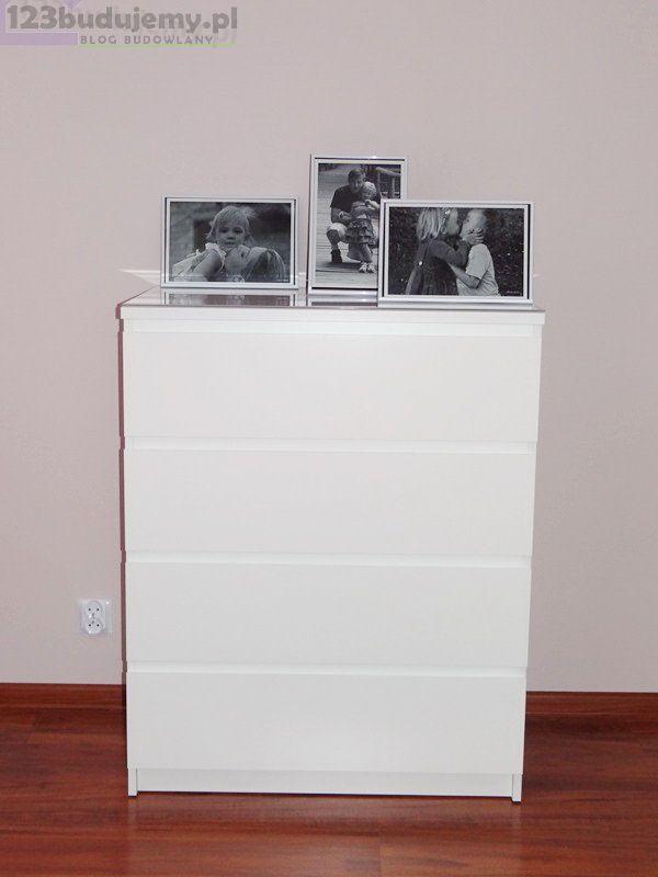 biała komoda na ubranka Pokój Zuzi, Poddasze, Pokój Dziecka, łóżko, Komoda, Różowy Pokój