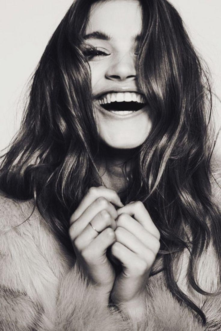 Bol Gülümse  Hayata karşı pozitif bir duruşta olmak ve bol bol gülümsemek. İster inanın ister inanmayın ama gülmek ve pozitif olmak sağlığımızı olumlu yönde etkiliyor. Bir düşünün moraliniz bozuk olduğunda midenize giren krampları. Daha kaliteli bir hayat için gülümsemeyi yüzünüzden eksik etmeyin. Mutlu olmak için bir çok sebep var, birini düşünüp mutlu olmanız yeterli 😉