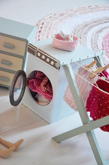 CAKE DECORATION - LAUNDRY - washing machine, clothesline rotary/straight, ironing board, clothes, clothes airer