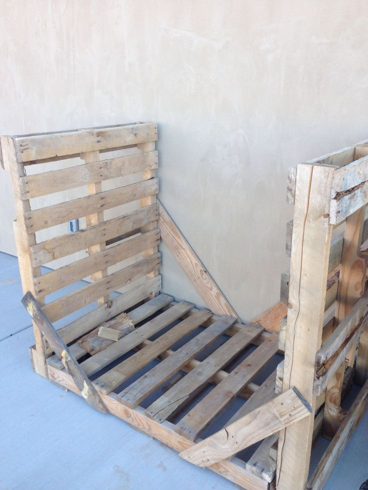 This firewood rack is simply three empty wood pallets, joined by wood braces. We suggest using screws, not nails, but even scrap wood will work! Brace both sides of the rack. Great upcycling!
