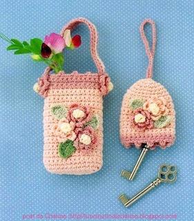 http://luncinettodicristina.blogspot.com: Portacellulare e portachiavi con le roselline.