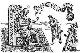 """Axcayácatl significa """"el de la Nacido en 1450, fue nieto de Moctezuma Ilhuicamina y padre de Moctezuma II.   Llevó a cabo exitosas incursiones por Oaxaca, el Golfo de México y el estado de México, pero su victoria más sonada fue sobre la ciudad de Tlatelolco en 1473.  De esta manera, los aztecas se apropian de la estructura mercantil de Tlatelolco máscara de agua"""", aunque también puede ser """"el que tiene agua en la cara, el esforzado"""""""