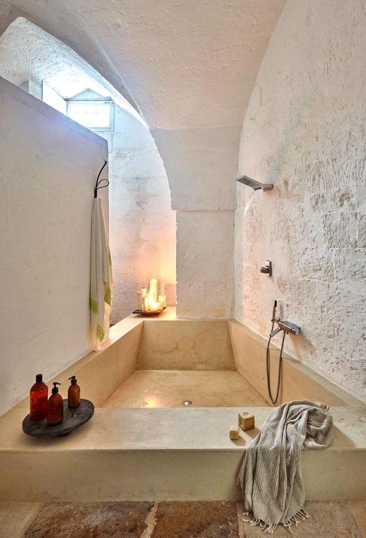 Vasca in pietra realizzata su misura per questa casa particolare