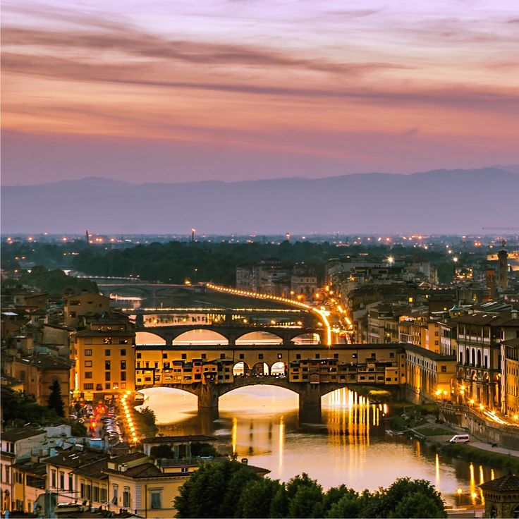 The story began when traveling in Florence. Besides being famous for its beauty, Florence is also regarded as one of the leading cities in Italian fashion and the art capital of Italy.