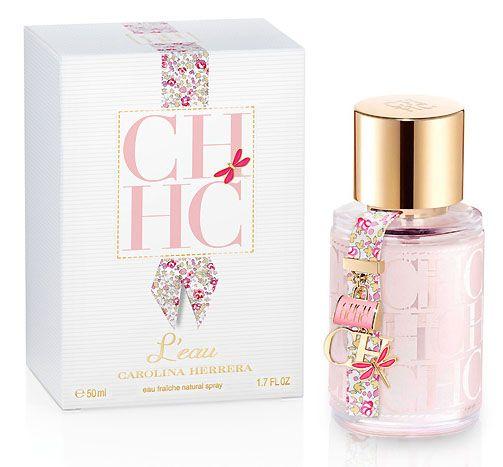 CH L'eau una fragancia floral, fresca, ligera y vibrante. El perfume es sencillamente el extracto de un bouquet compuesto por más de 13 variedades florales, contiene azahares, violetas, flores de manzano, heliotropo, jazmín, muguete, adelfa y fresia y muchas otras más que dan lugar a un aroma delicado, muy chic y fresco. Esta Eau Fraiche (que significa agua fresca) posee una fragancia clásica y floral, delicada, alegre, vibrante, sensual, elegante, relajada y liviana.