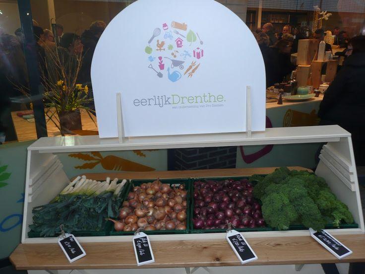 Biologische groente uit eigen streek bij Eerlijk Drenthe in centrum Emmen, naast Albert Heijn. Op dit moment zijn er ook asperges te koop.