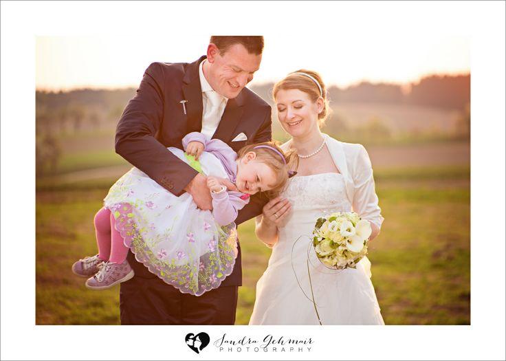 natrliche Hochzeitsfotos  Hochzeitsfotos mit Kind  Hochzeitsfoto Ideen  Hochzeit Liebe