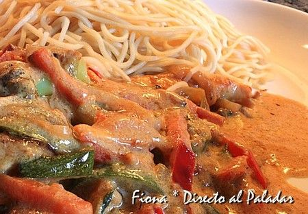 Wok de verduras y pollo al curry rojo